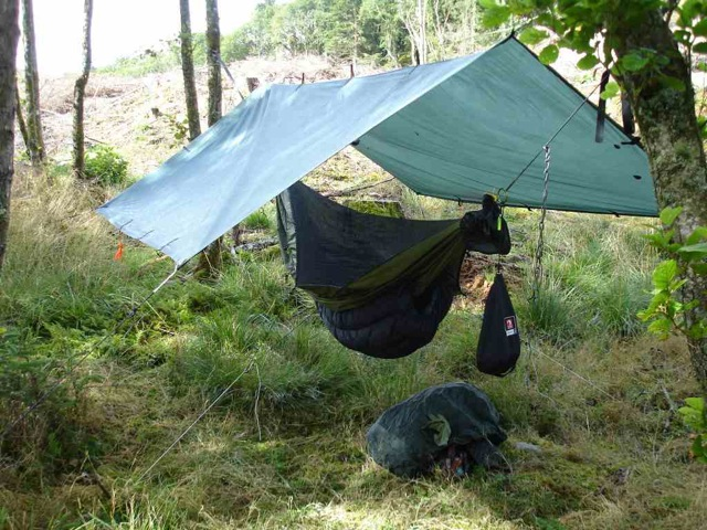 After trying to get hold of a hammock under quilt (UQ) in the UK without success I decided to make one. Two years later I think I may have made 50 or ... & MYOG - Pertex Hammock Underquilt (UQ) - Unsponsored